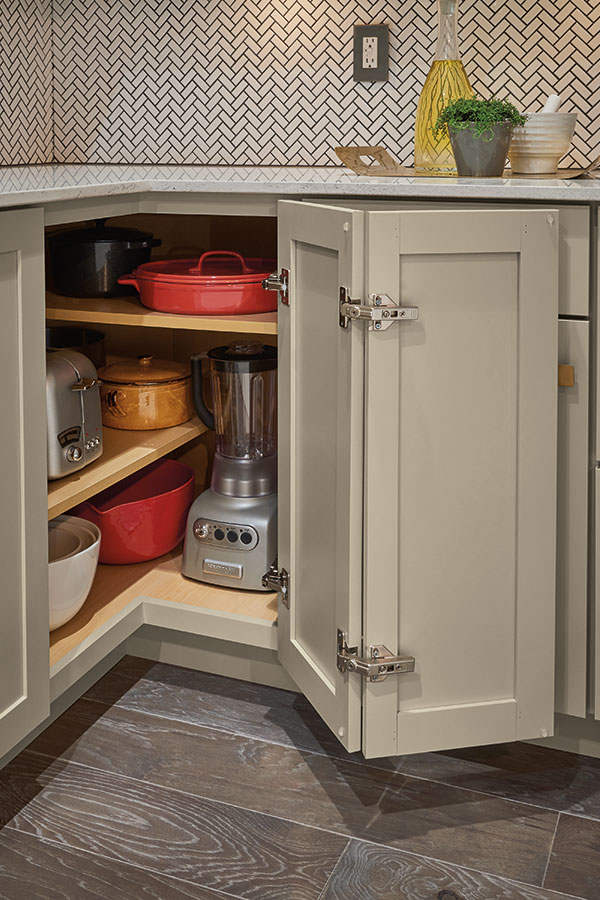 Base Easy Reach Cabinet With Adjule