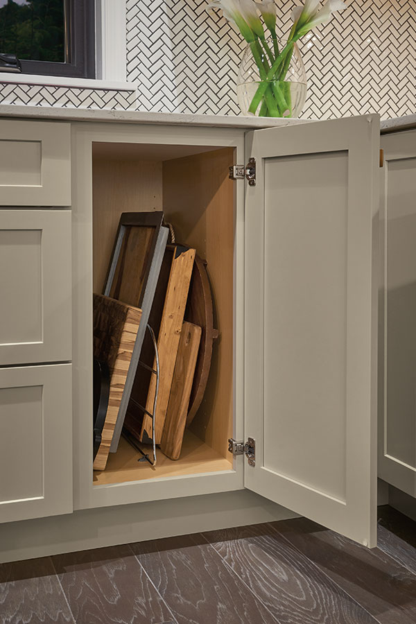 /-/media/schrock/products/cabinet_interiors/3traydividerchromemegr.jpg